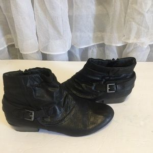 Woman's Kim Rogers black booties size 8